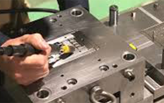 当社の金型リバースエンジニアリングサービスは、 ATOS・AMTEK社製ハンディ3Dスキャナー